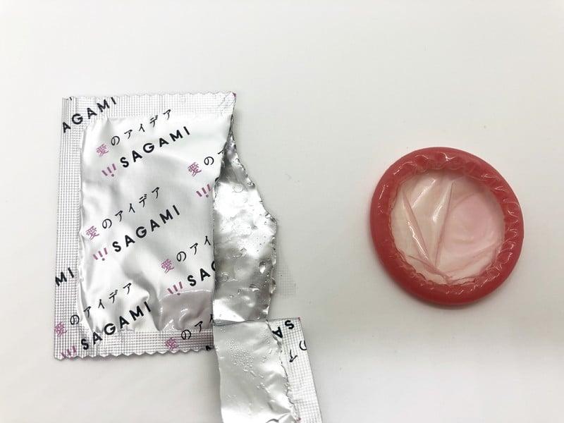 「HOT KISS(ホットキス)」をコンドーム袋から出したところ