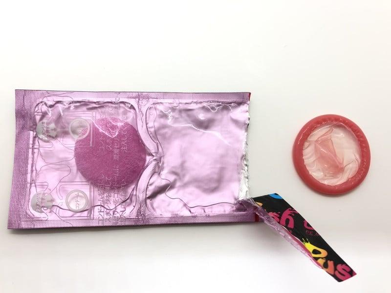 「サガミ ジェリープッシュ」をコンドーム袋から出したところ