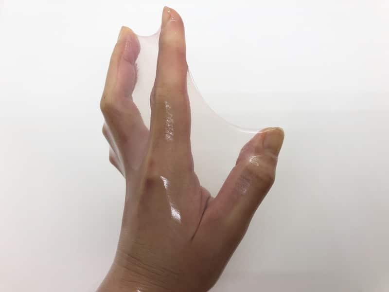 「サガミ ジェリープッシュ」の伸縮性チェック