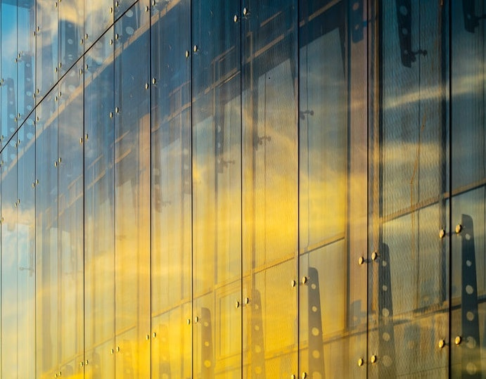ガラス張りの超高層ビルによって車が溶けたことがあるというトリビア