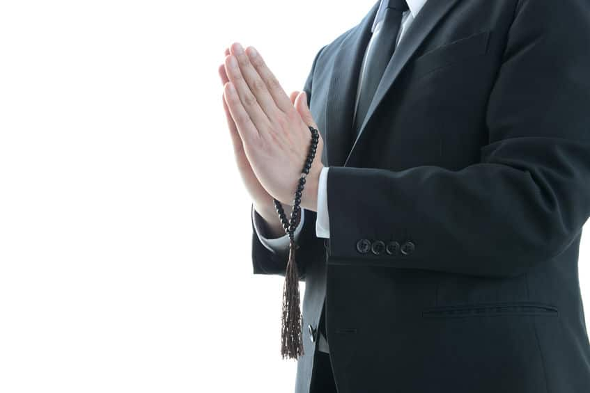 お葬式をする仏教においては、本来お清めをする必要はないという雑学