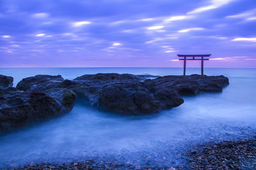 海の岩の上に立っている神社があるという雑学まとめ