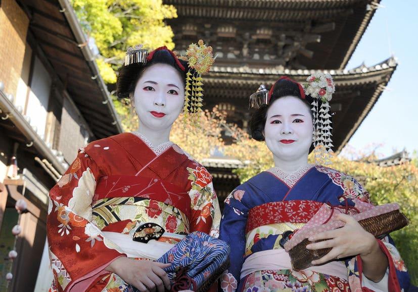舞妓さんや芸者さんが顔を白く塗る理由に関する雑学