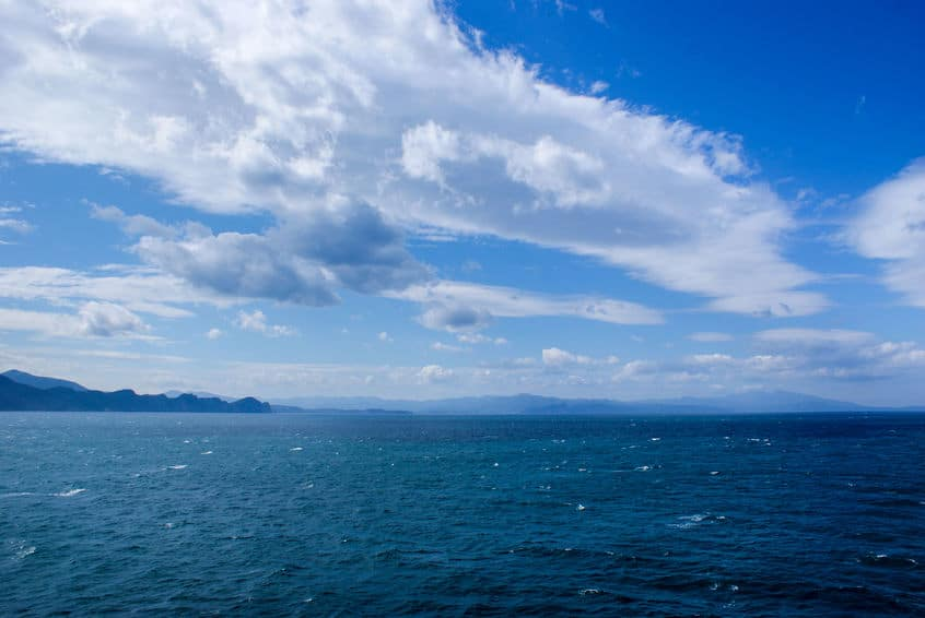 「お盆の海は幽霊が出るから行ってはいけない」という迷信に関する雑学