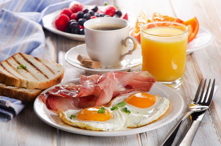 朝食で栄養を取れば脳がはっきり目覚めるというトリビア