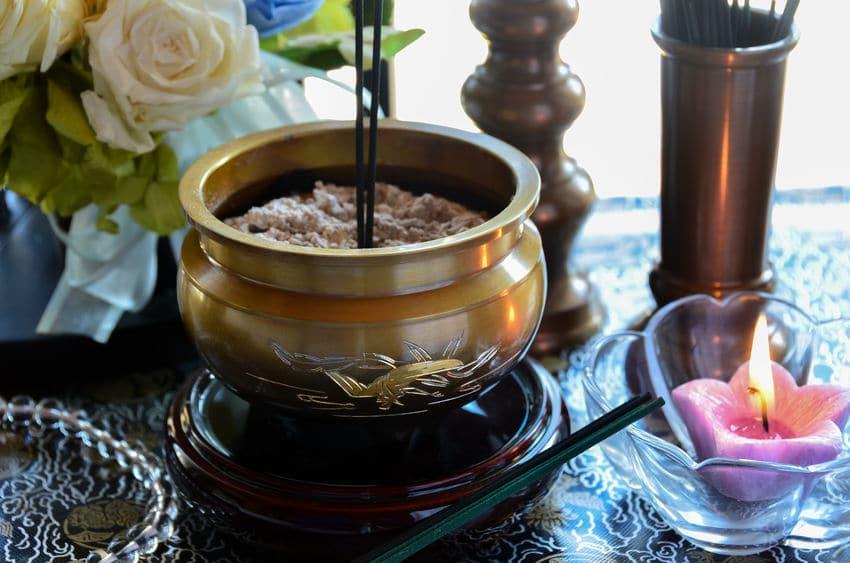仏壇やお墓にたてるお線香には様々な意味があるという雑学