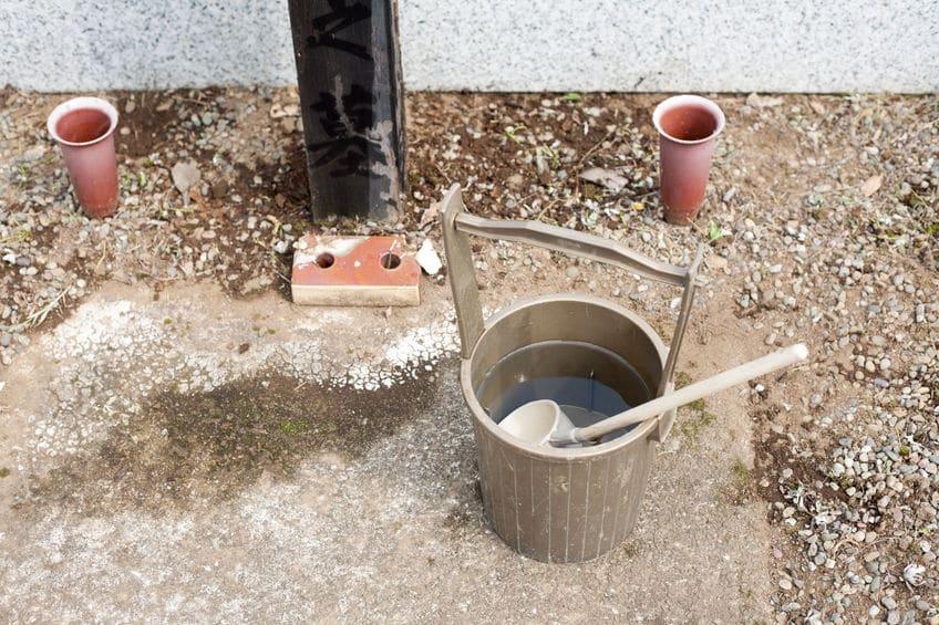 お墓に水をかけてあげる3つの理由に関する雑学