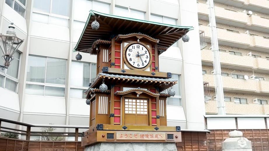 松山には市内のあちこちに「俳句ポスト」があるという雑学