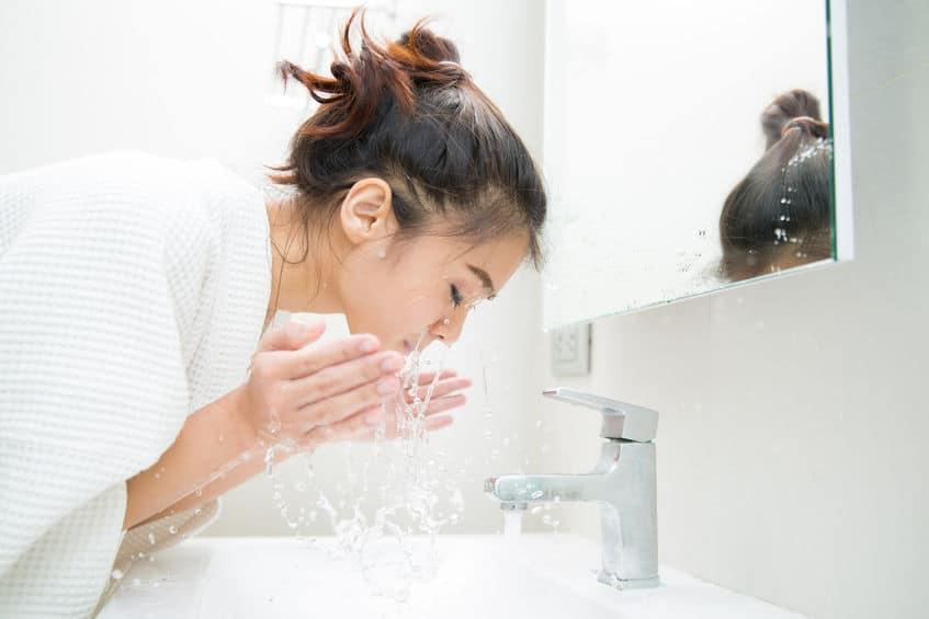 洗顔料より水やぬるま湯の方が良いというトリビア